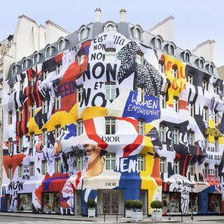 Christian Dior ruhába öltöztettek egy egész épület