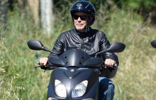 George Clooney motorbalesetet szenvedett Olaszországban