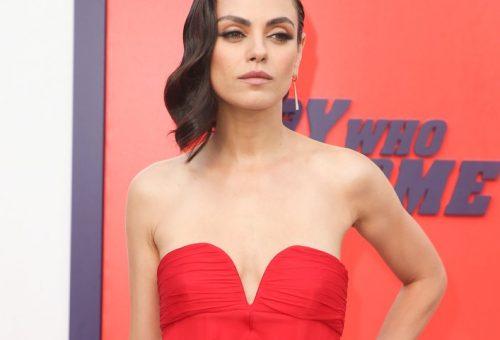 Mila Kunis gyönyörű pánt nélküli, tűzpiros estélyiben premierezett