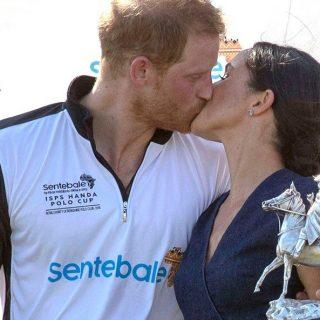 Erzsébet királynő megbotránkozhat, Harry és Meghan nyilvánosan váltott csókot