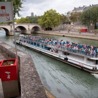 Feministák tették tönkre a párizsi nyilvános vécéket