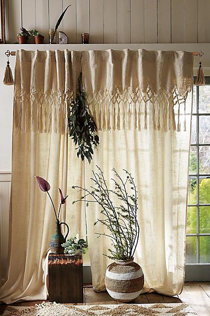 7. kép: Az idei év sztárja, a makramé is nagyon jól feldobhatja az egyszerű függönyt