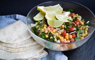 Hűsítő recept a hőségriadóra: citrusos csicseriborsó-saláta