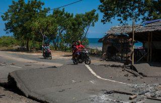 """""""Éberek vagyunk, szabad ég alatt alszunk, de próbáljuk jól érezni magunkat"""" – beszámoló a földrengés sújtotta Lombok szigetéről"""