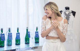 Pezsgőkülönlegesség divatba foglalva: Sármán Nóra exkluzív címkét tervezett