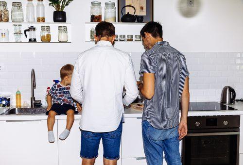 Apa és Apu: egy meleg pár szülővé válása