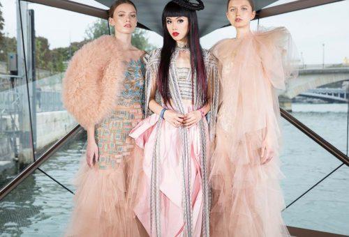 Catwalk a vízen – különleges mozgó divatbemutató a Szajnán