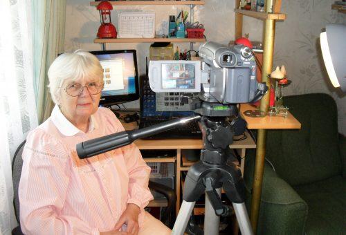 """""""Engem minden érdekel"""" – egy 74 éves YouTuber története"""