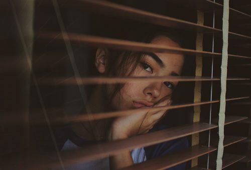 Egy brit felmérés szerint egyre boldogtalanabbak a fiatal nők