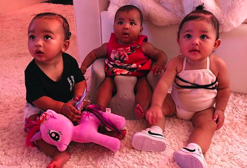 Három Kardashian-baba egy tündéri képen
