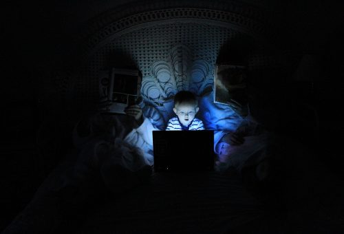 Az okostelefonok már a kétévesek mentális egészségét is károsítják