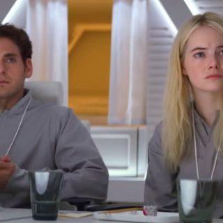 Jonah Hill és Emma Stone virtuális valóságban küzdenek a mentális betegségeik ellen