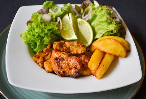 Joghurtban pácolt csirke afrikai fűszerekkel