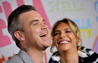 Robbie Williams harmadszorra is apa lett