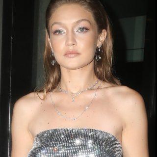 Gigi Hadid diszkógömbnek öltözött