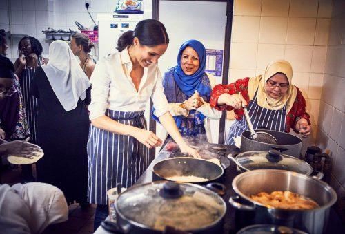 Meghan Markle kiadatta egy közösségi konyha nemzetiségi receptgyűjteményét
