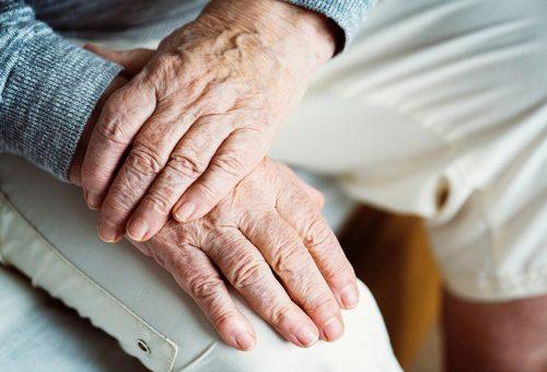 Egyre nagyobb hangsúlyt kap a nyugdíjas szülők támogatása