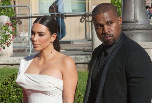 Kanye West ugandai gyerekeknek ajándékozott a saját márkájú cipőiből