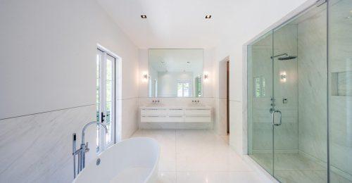 Három szupermodell fürdőszobája