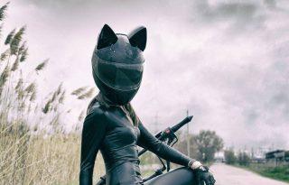 Predator alien és macskafülű bukósisak