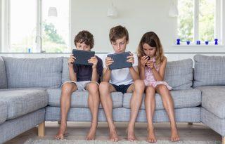 Momótól a Kék bálnáig: így óvja meg gyermekét az online térben