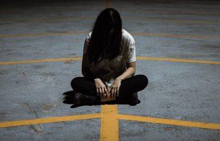 A fiatal lányoknál sokkal nagyobb az öngyilkosság veszélye