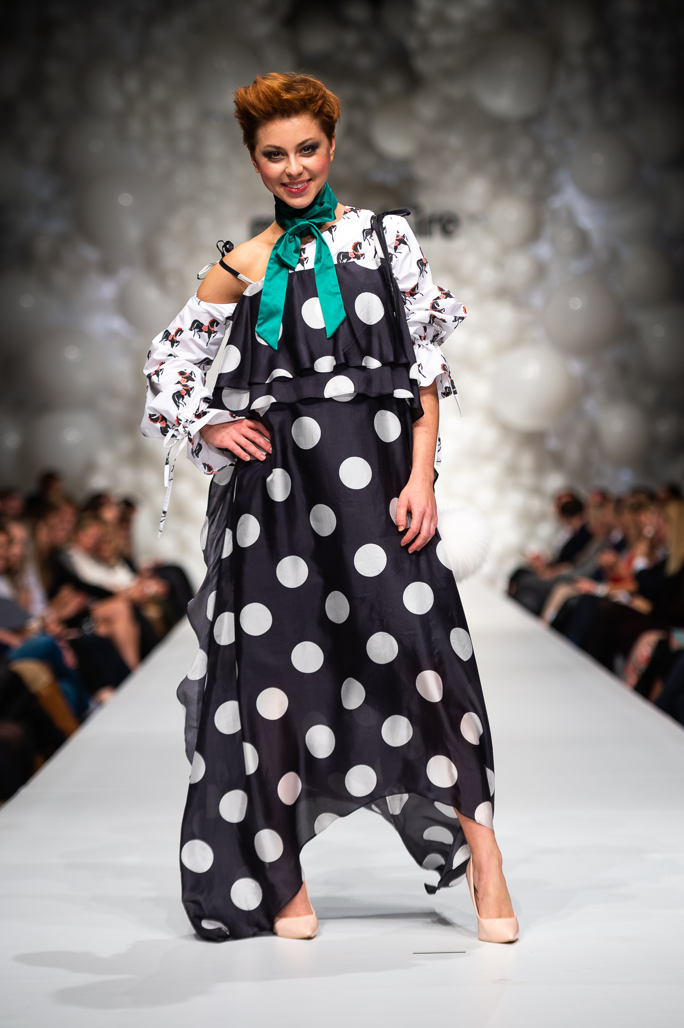 4. kép: Döbrösi Laure Cukovy-ruhában