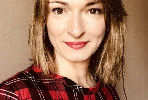 Kabát-színterápia: interjú Szakos Krisztával, az Eszka alapítójával és tervezőjével