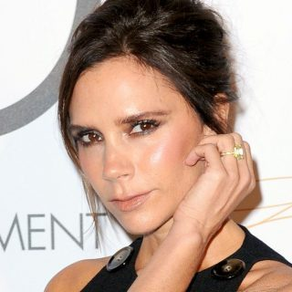Victoria Beckham a YouTube-on ad divattippeket
