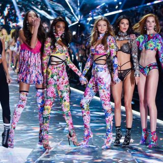 Lélegzetelállítóan szexik voltak idén a Victoria's Secret angyalai – az élen Palvin Barbival