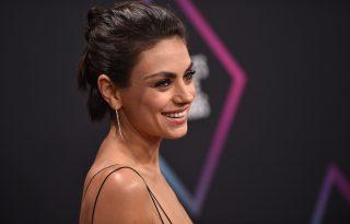Mila Kunis díjat kapott, de inkább a jótékonykodásról beszélt