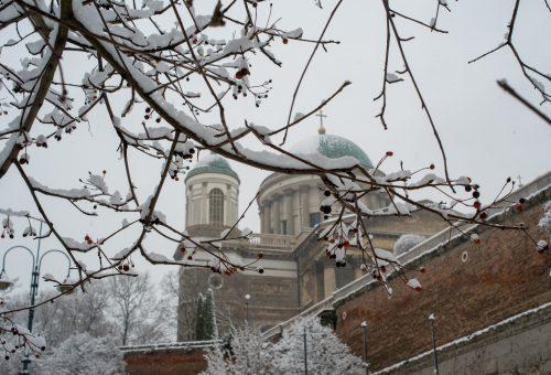 Gyere velem vidékre: hófödte Esztergom