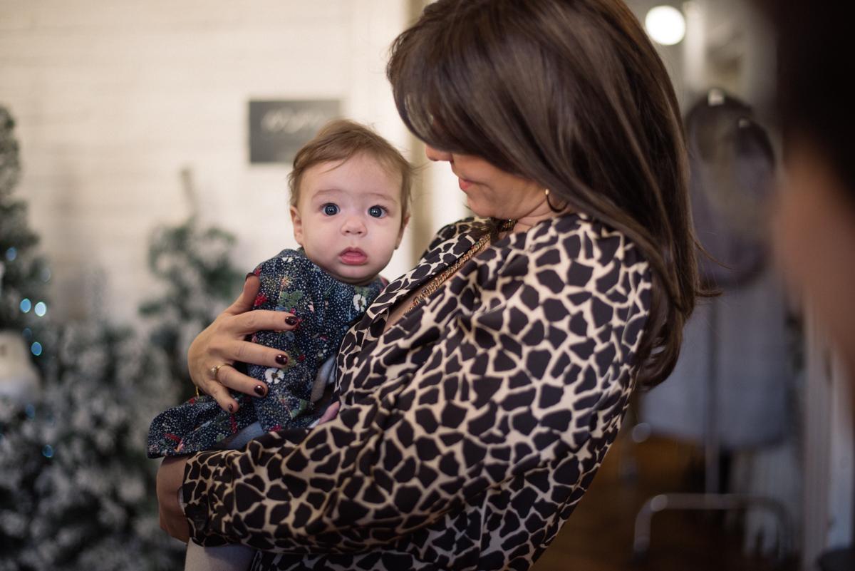 25. kép: Juhász Anna kislányával