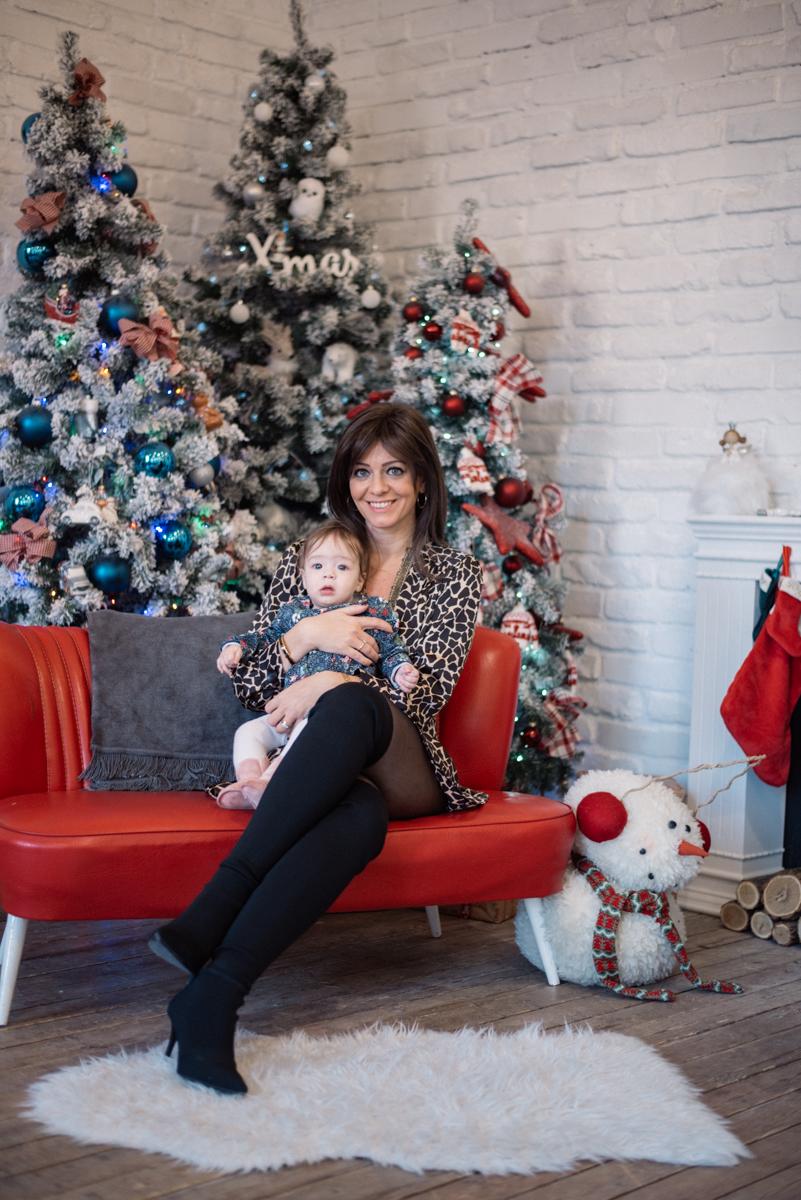 23. kép: Juhász Anna kislányával