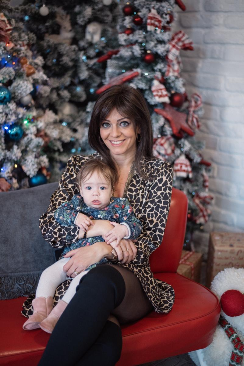24. kép: Juhász Anna kislányával