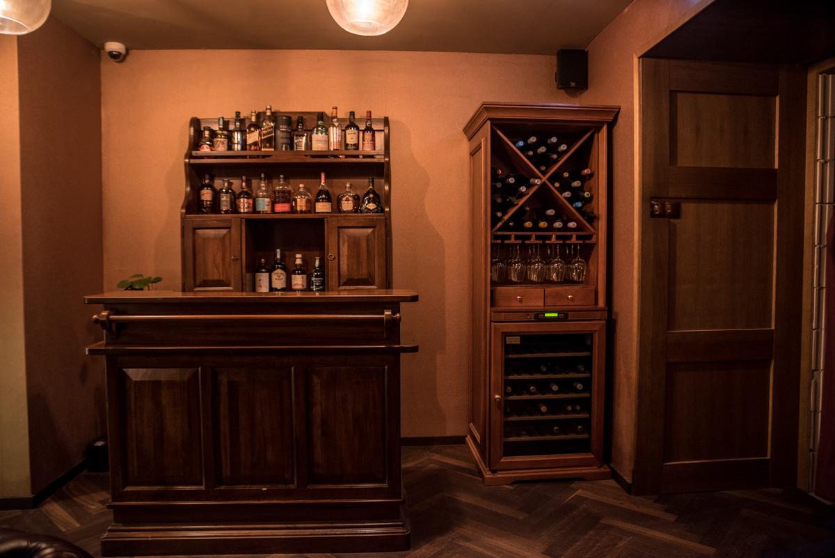 7. kép: A VIP szobában külön bár áll a vendégek rendelkezésére.
