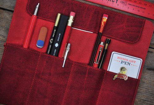 Madarat tolláról, embert tolltartójáról