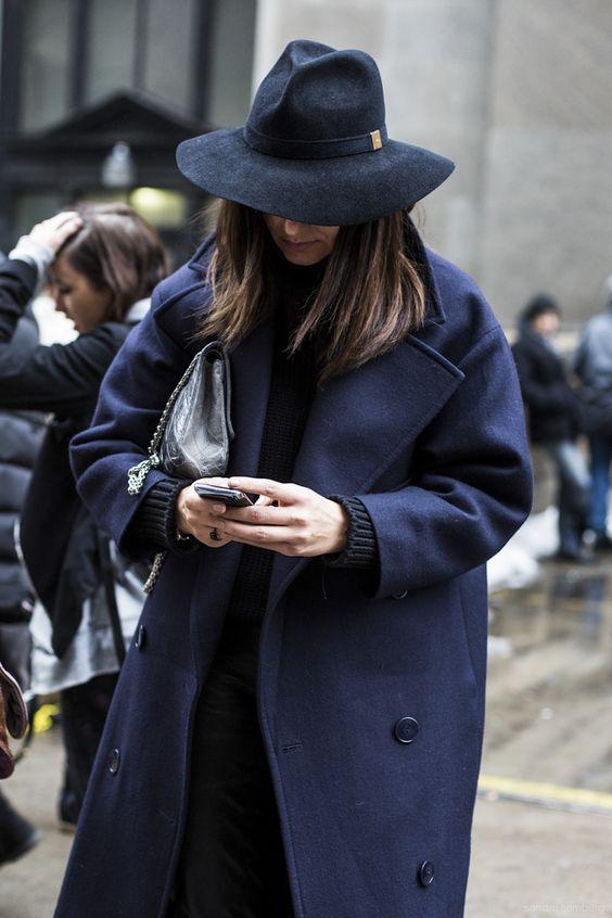 15. kép: New York Fashionweek day 5, navy hat and coat, detail