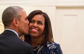 A fagyöngy alatt puszilkodó Obamáéknál nem történt jobb idén karácsonykor