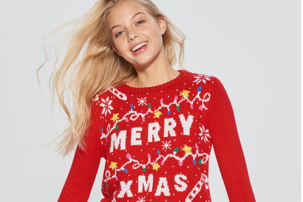 73cac70734 Természetesen a férfi karácsonyi pulóverek után a női szekció kínálata  mellett sem tudunk elsétálni. Sőt, képzeletben le is akasztottunk tíz  darabot, ...