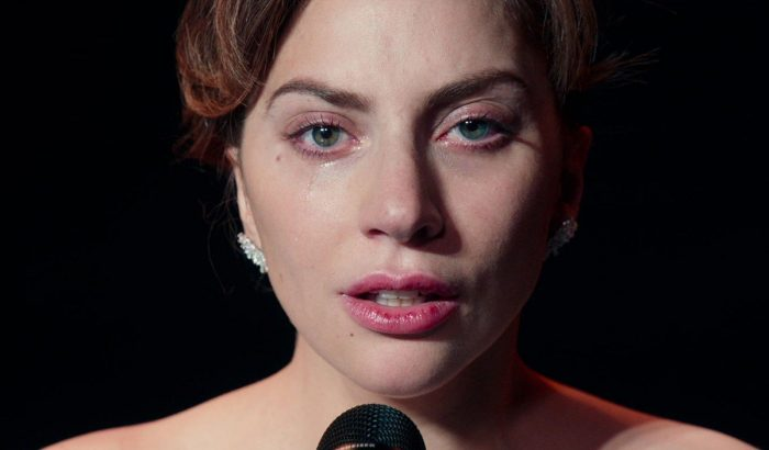 Lady Gaga sírva köszönte meg Bradley Coopernek a barátságukat