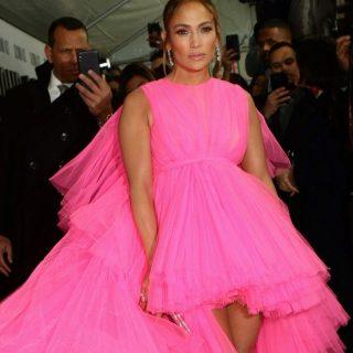 Láttunk már monumentális estélyiket, de Jennifer Lopezé mögött mindegyik elbújhat