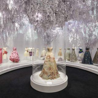 Megnyílt a Dior kiállítás Londonban