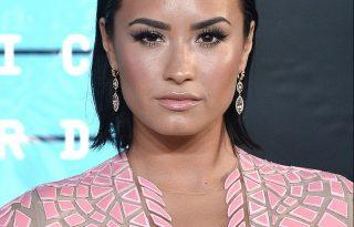 Demi Lovato alkoholmentes pezsgővel adott hálát az elmúlt évért