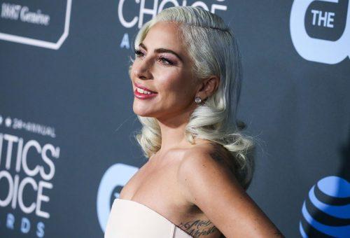 Egyik legidősebb rajongóját ölelgető Lady Gaga varázsolja szebbé a napunkat