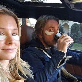 Szemtapasszal szépül a hollywoodi házaspár a forgalomban