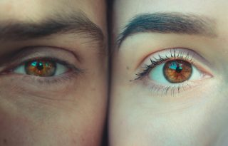 Szembetűnő tünetek, ilyen egészségügyi problémákról árulkodhat a szemünk