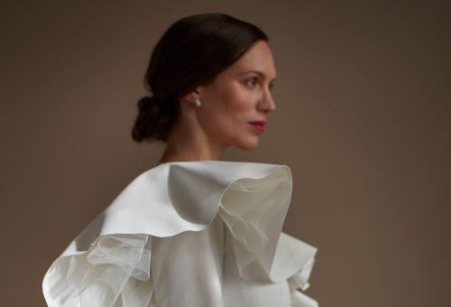 Kubista menyasszonyoknak tervez a fiatal cseh márka