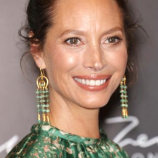 Christy Turlington újra a kifutón
