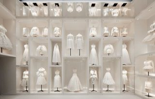 Haute couture a köbön: így néz ki a Christian Dior-kiállítás